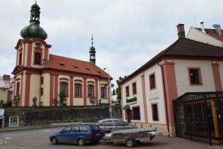 2 Kostel Všech svatých naproti Pivovarské restaurace